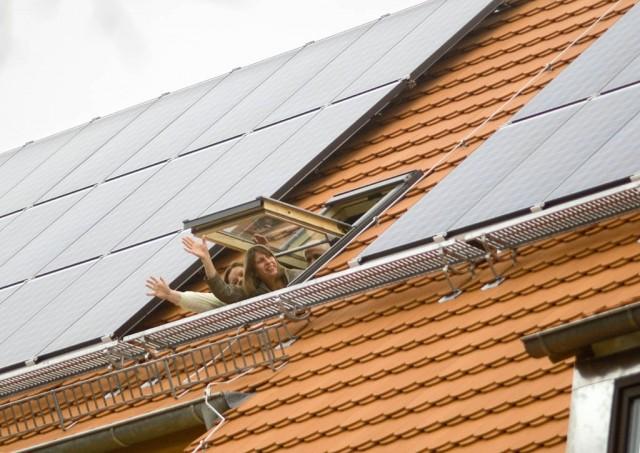 Einweihung Buergersolaranlage auf Dach Bruno H. Birgel Oberschule in Teltow